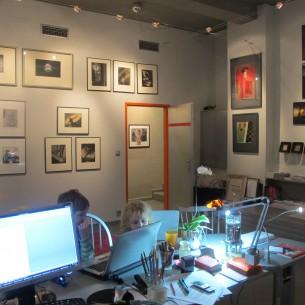 Potřebujete vkusně doplnit byt, kancelář nebo jiný interiér či exteriér hodnotnými uměleckými díly? Obraťte se na nás! Kvalitní umělecká díla dodají vašemu bytu útulnost, vašemu pracovnímu prostředí prestiž. Nabízíme rovněž možnost zapůjčení uměleckých děl.