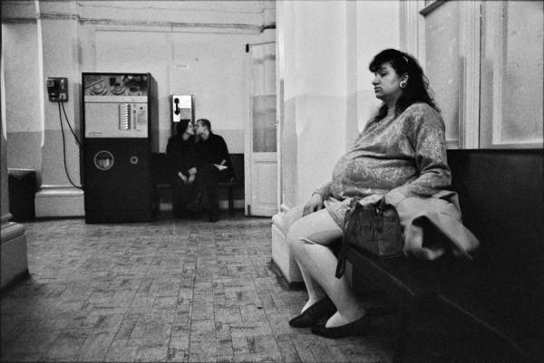 Dana Kyndrová - z cyklu Žena - Prodnice, Praha, černobílá fotografie, 53 x 37 cm, 1994