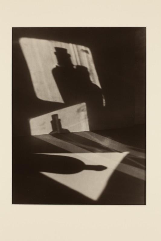 Jaromír Funke: Kompozice (stíny lahve), 1927, pozdější zvětšenina 2005