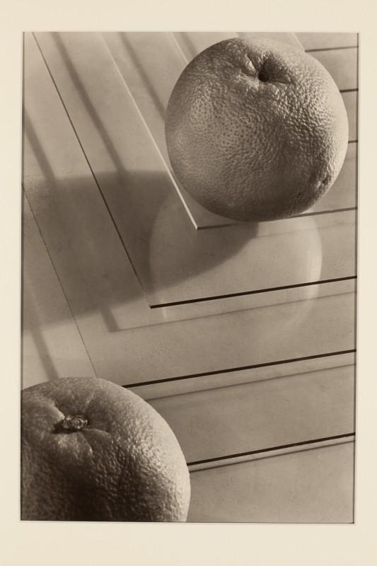Jaromír Funke: Dva pomeranče, kolem 1935, pozdější zvětšenina 2005